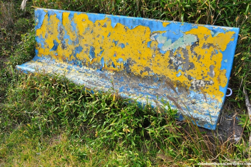 Excellent Concrete Bench With Flaking Paint Abandoned Kansai Evergreenethics Interior Chair Design Evergreenethicsorg