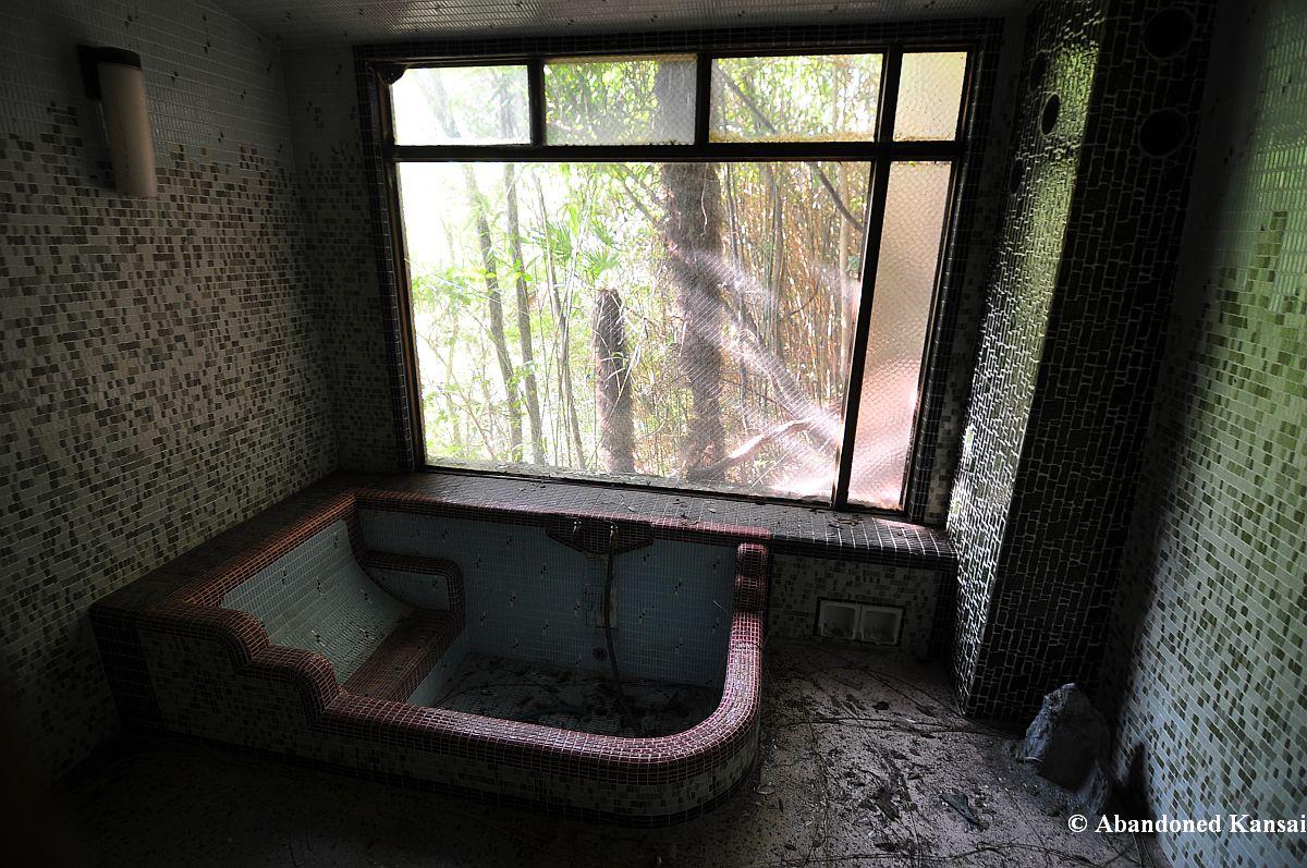 Daieikaku the deathtrap hotel abandoned kansai - Ryokan tokyo with private bathroom ...