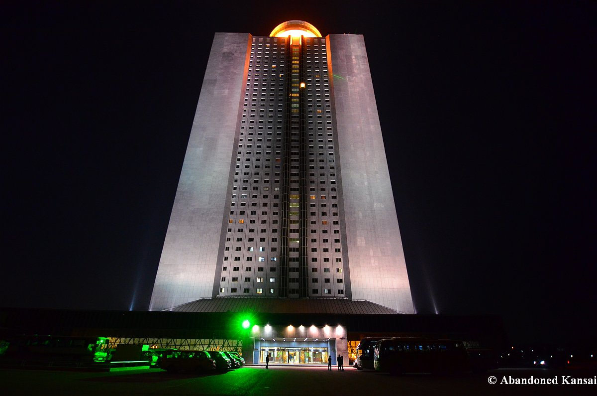 North korea yanggakdo hotel abandoned kansai for Hotel international