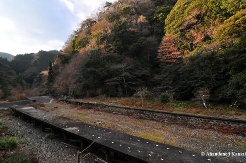 Old Higashi-Aoyama Platform