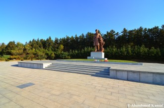 Statue Of Kim Jong-suk