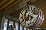 Suzumebachi Nest In A Clock