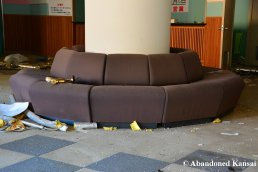 Abandoned Lobby Couch, Round