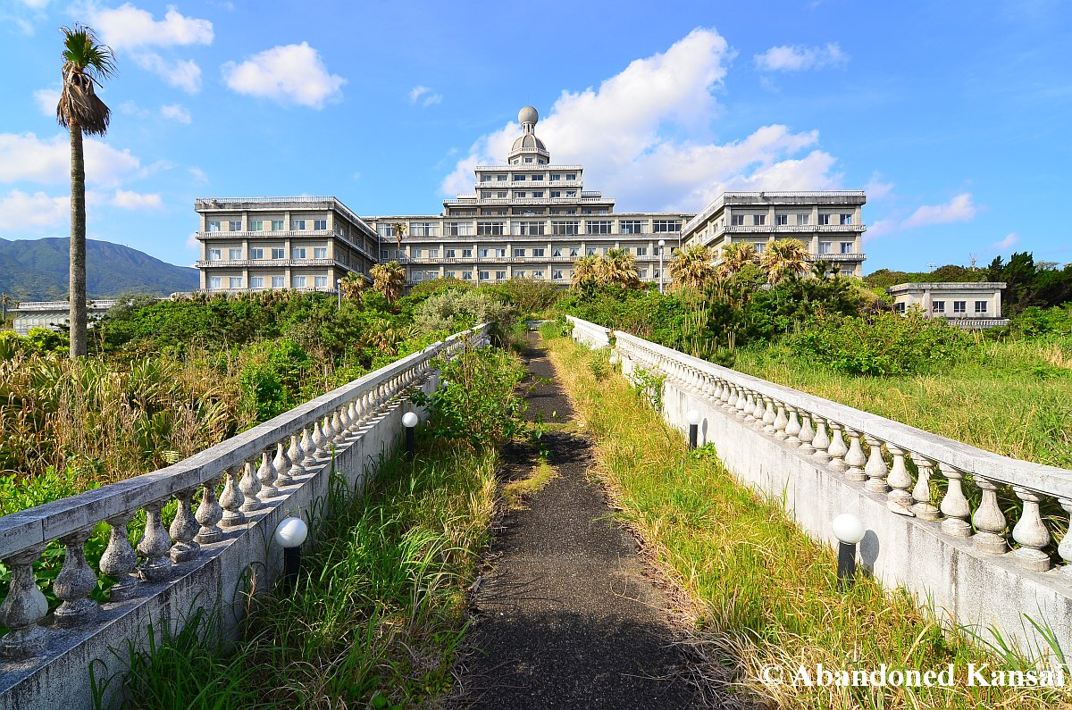 Hachijo royal hotel abandoned kansai for Hotel royal
