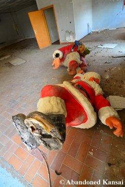 Abandoned Santas