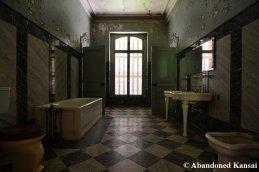 Resident Evil Style Bathroom