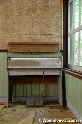 Abandoned Yamaha Piano (Or Organ?)