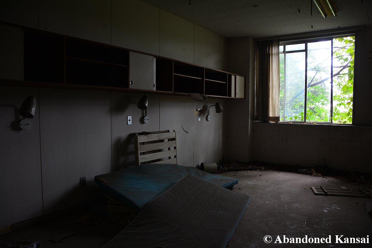 Toyo Hospital  Gloomy Hospital Room