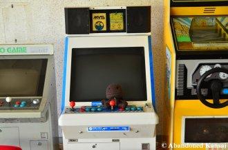 Sackboy Explores An Abandoned Hotel Arcade