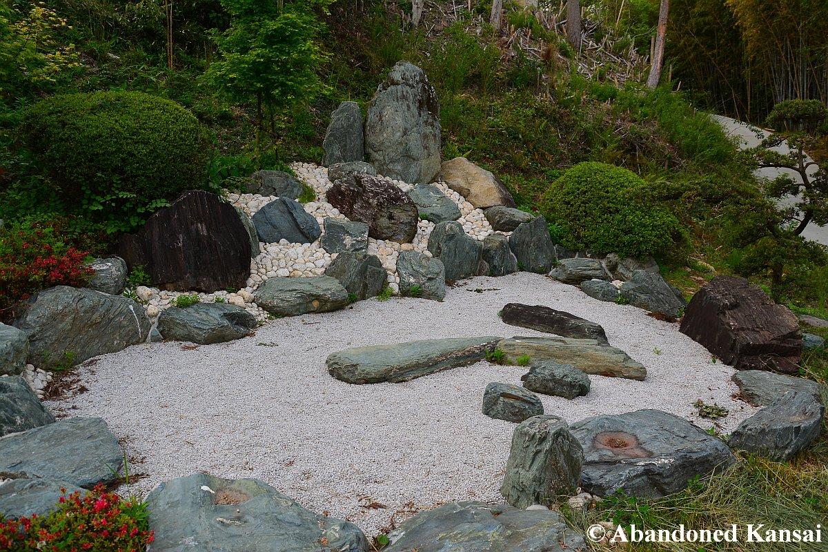 Shuuhen temple revisited abandoned kansai for Landscaping rocks yarra valley