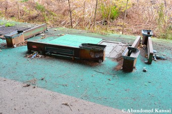 Abandoned Electronic Tee Devices