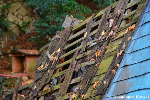 damaged-wooden-roof