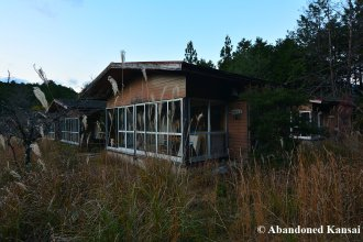 abandoned-bungalows