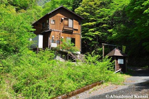 abandoned-hira-lift-hut