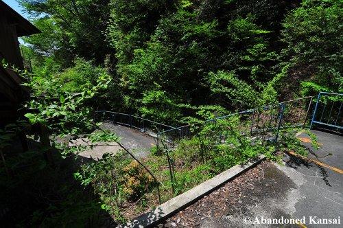 abandoned-hira-lift