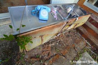 abandoned-outdoor-plumbing