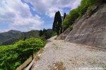 hiking-up-mount-bunagatake