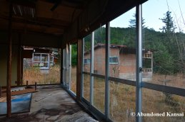 inside-an-abandoned-bungalow