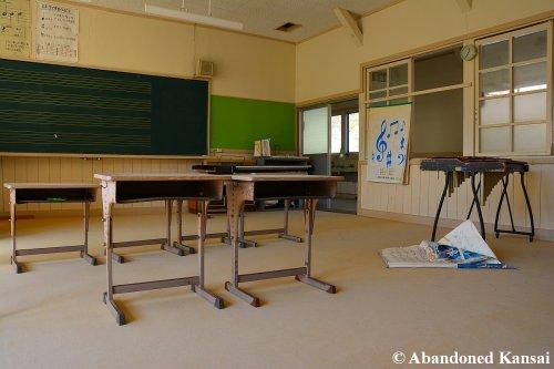 deserted-music-room