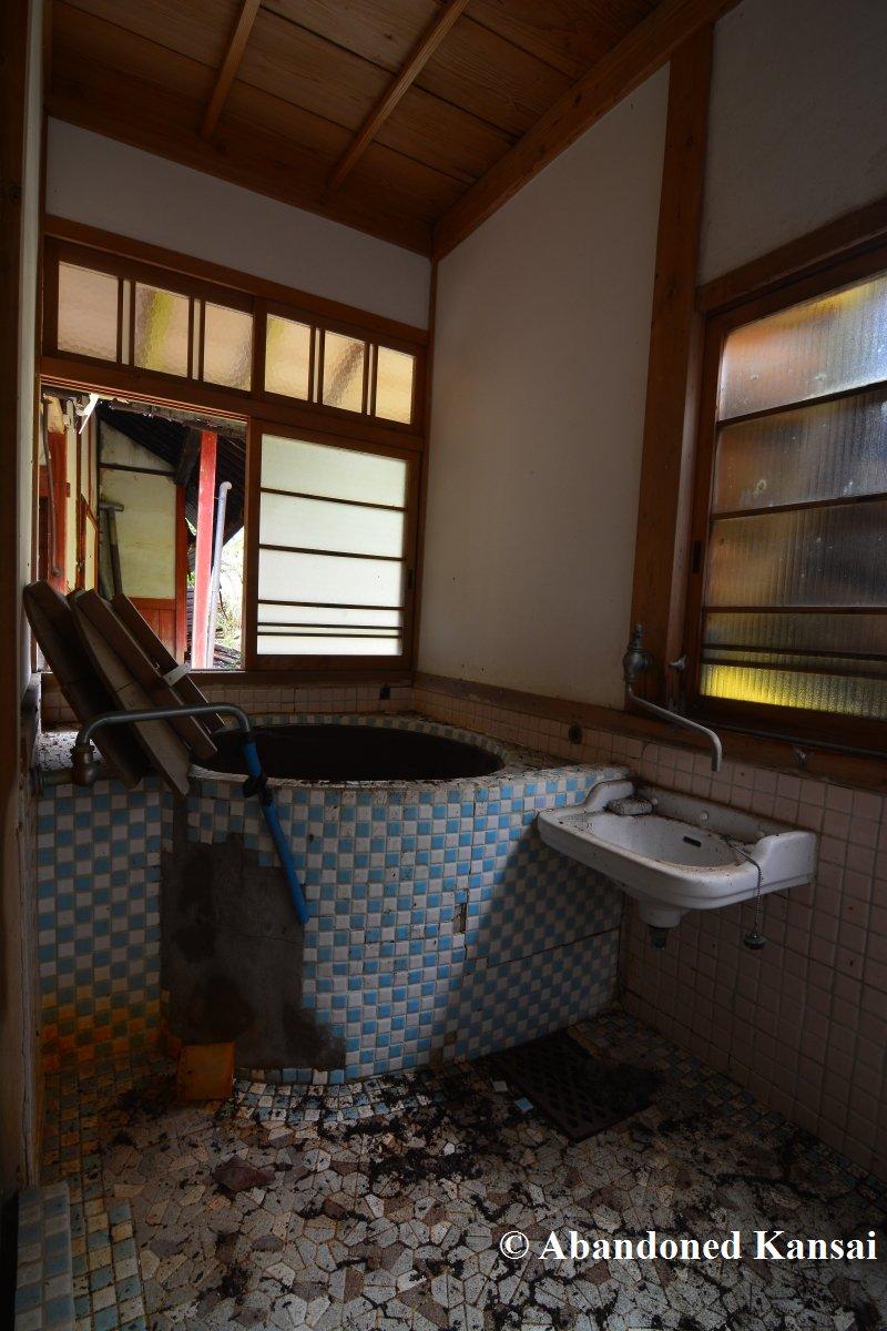 Traditional Japanese Bath | Abandoned Kansai