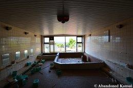 Tennis Court Onsen