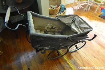 Abandoned Vinateg Stroller