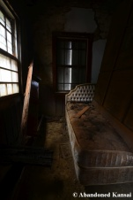 dirty mansion bedroom