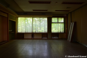 empty abandoned japanese hotel room in good condition
