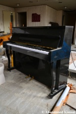 Abandoned Piano In Good Condition