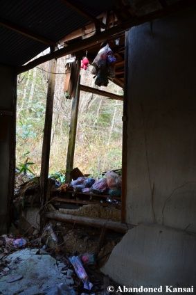 Collapsing Abandoned Dolls Shrine