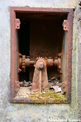 Rusty Shutter Mechanism